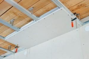 poser-faux-plafond