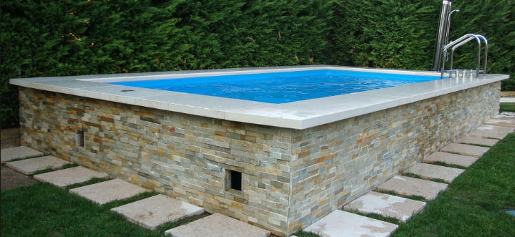 le portail de l 39 immobilier installer une piscine hors sol dans le jardin. Black Bedroom Furniture Sets. Home Design Ideas